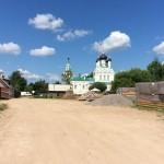 Въезд на территорию Церкви Троицы Живоначальной