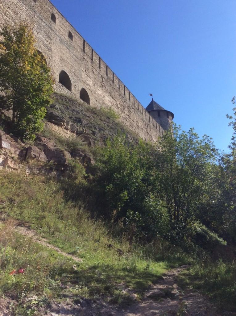 Участок крепостной стены между Колодезной и Провиантской башнями