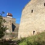 У подножия Ивангородской крепости