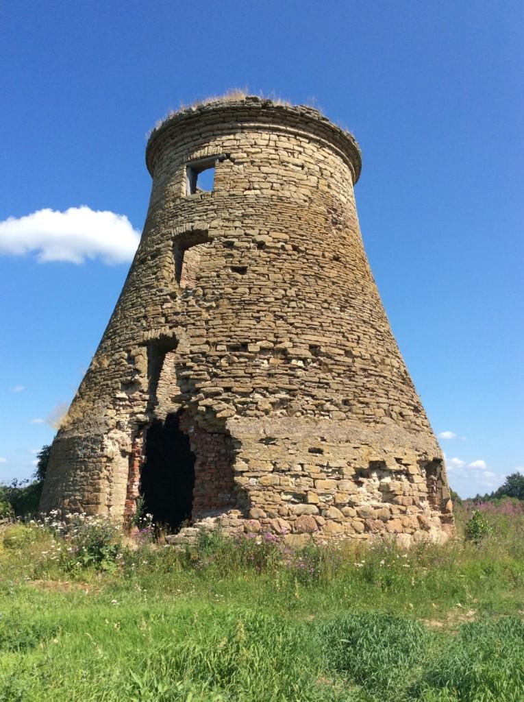Другое свидетельство - великолепный образчик мельницы из известнякового бута в полумызке Анненгоф (Ныне - деревня Первое Мая)