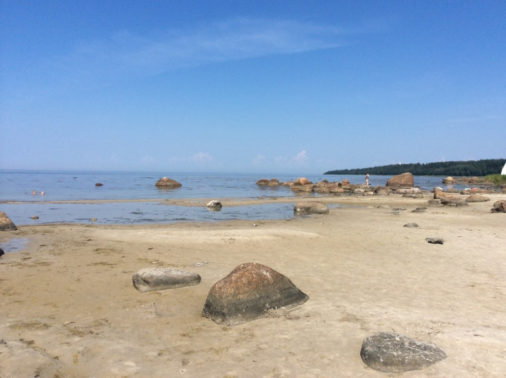 Белые пески Тисколовского пляжа известны далеко за пределами Кургальского полуострова