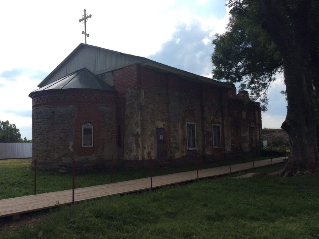Спасо-Преображенский собор в Копорской крепости. Вид с северо-востока.