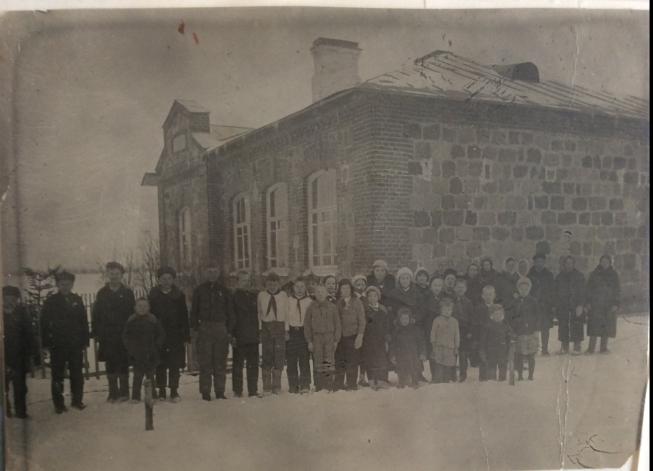 Здание при въезде в Ропшу, где размещалась погранзастава в 1924-25 г.г.
