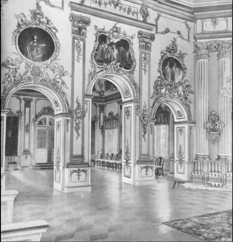 Интерьеры Церковного корпуса Большого Петергофского дворца в начале 20 века.