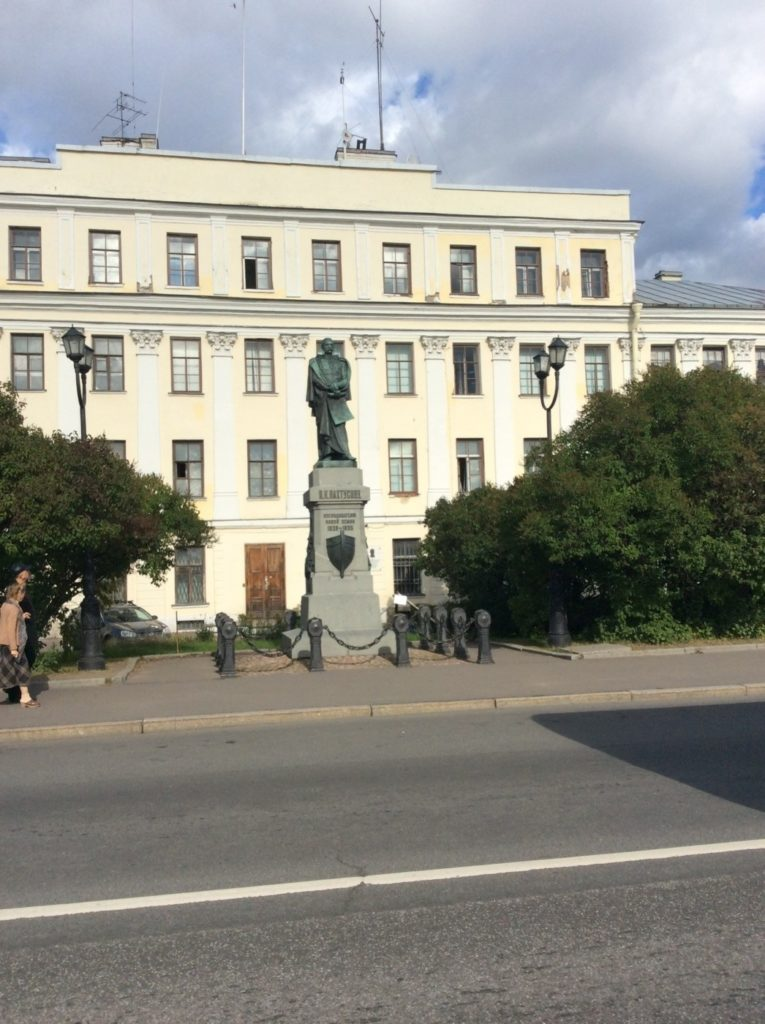 Кронштадт. Памятник Пахтусову