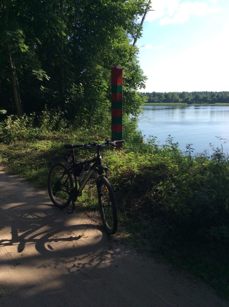 Пограничный столб у реки Нарва