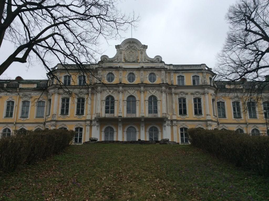 Северный фасад великокняжеского дворца, возвышающегося на литориновом уступе