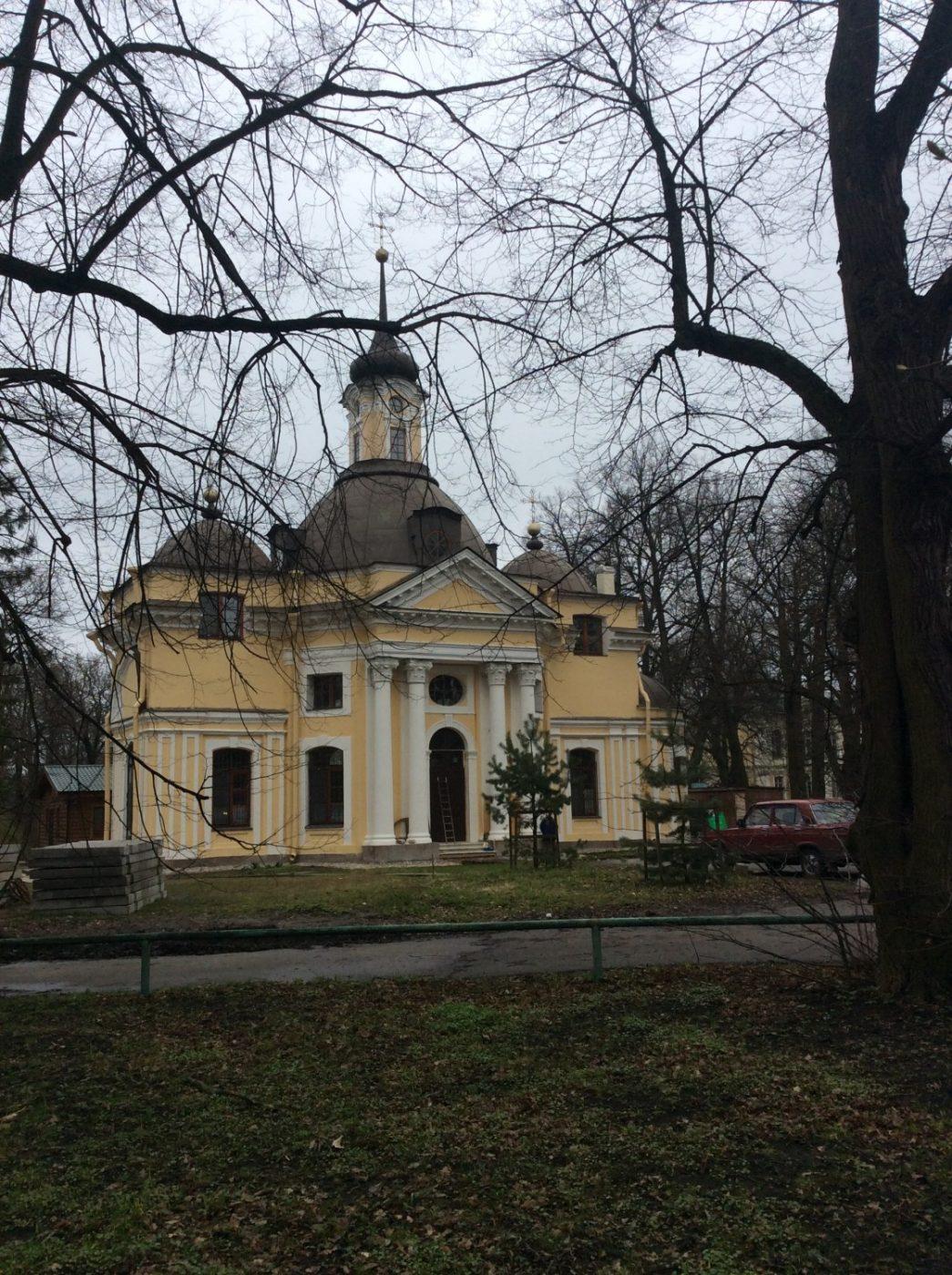 Церковь Петра и Павла, выдержанная в малороссийских тонах