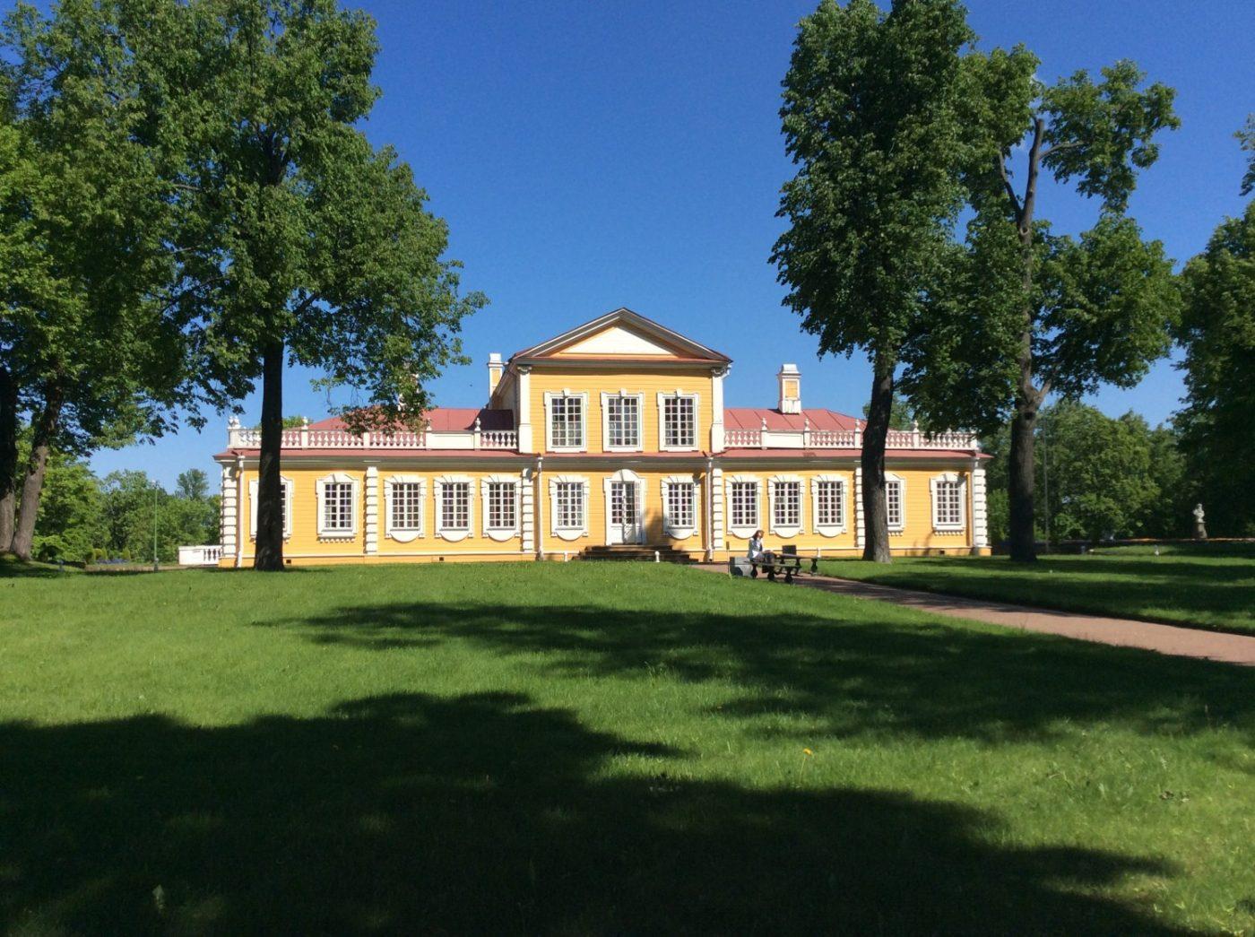 Путевой Дворец Петра Первого: маленькое деревянное чудо на литориновом уступе
