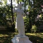 """Статуя """"Девушка-Прядильщица"""""""