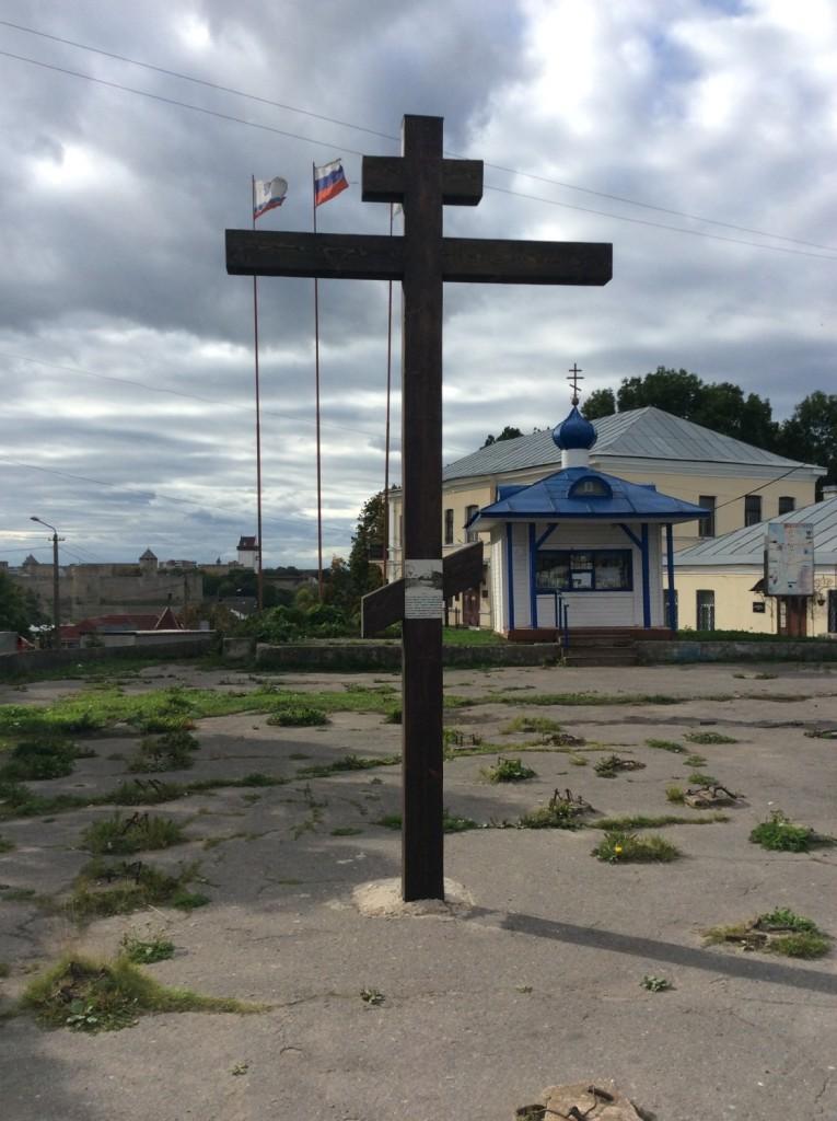Памятный крест и часовенка на Горке