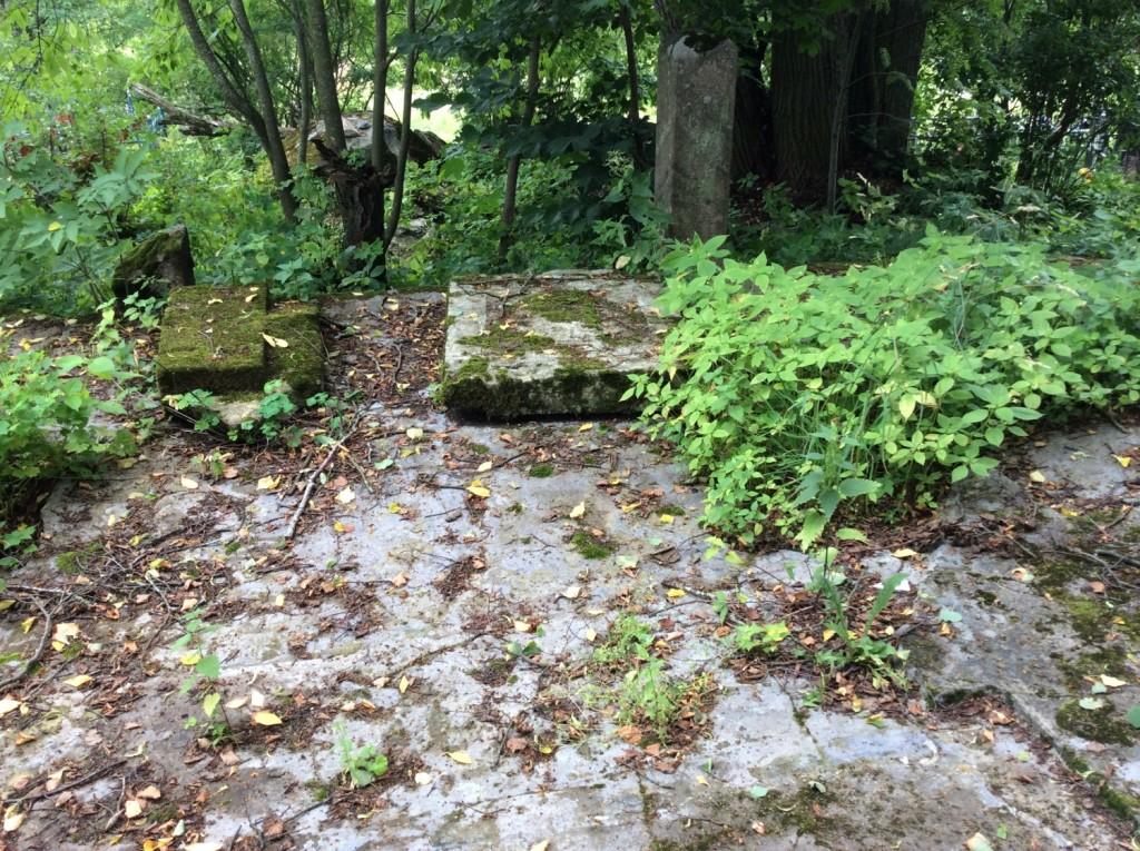 Место расположения склепа семьи Корфов