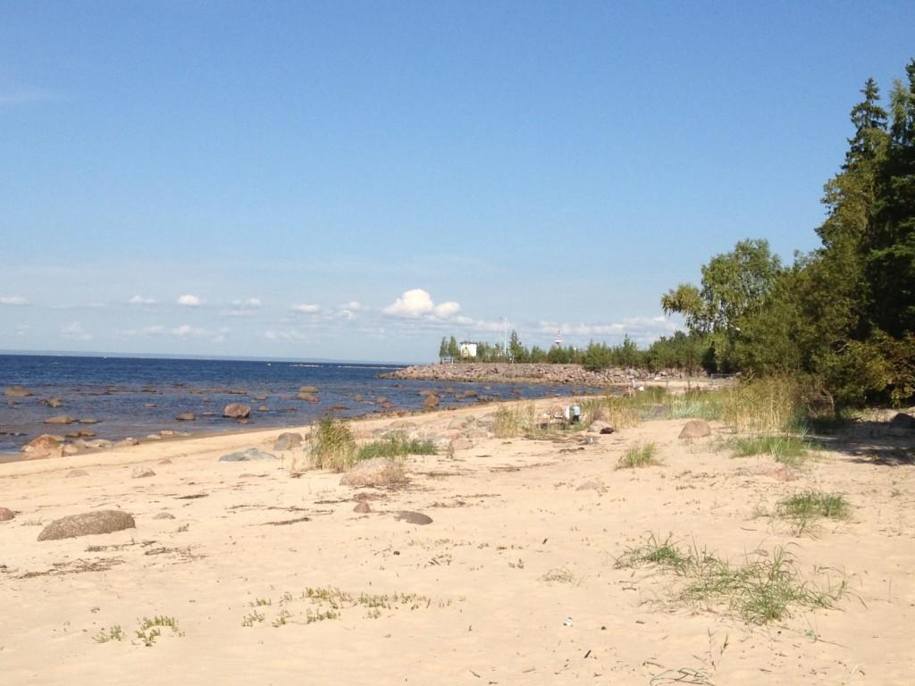 Мыс Каменный разделяет кандикюльский пляж от Батарейной бухты