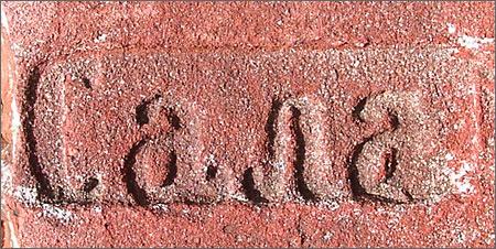 Метку кирпичного завода Сала до сих пор можно встретить в старинных зданиях Нарвы и Кингисеппского района