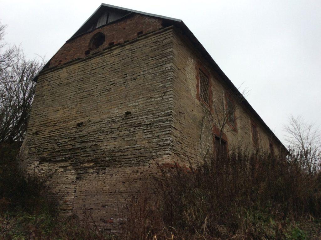 Мельница на реке Копорке. Достаточно крутой обрыв
