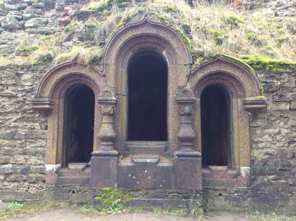 Фамильная усыпальница Зиновьевых в Копорской крепости