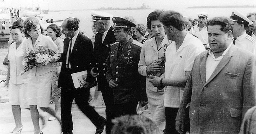 Юрий Гагарин во время своего посещения Кронштадта