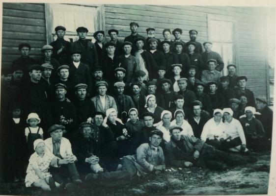 Работники Струповской судоверфи и завода. 1931 г. Фото из собрания Куземкинского краеведческого Музея.