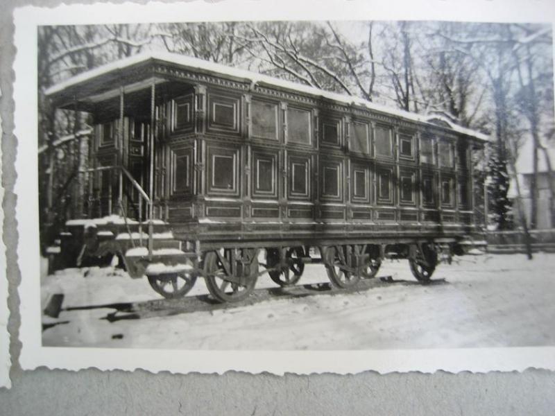 Вагоны царского поезда в парке Александрия. Петергоф