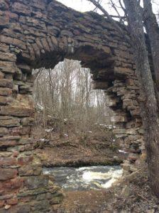 Остатки мельницы на реке Сума