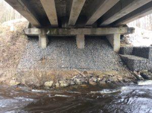 Река Сума под мостом