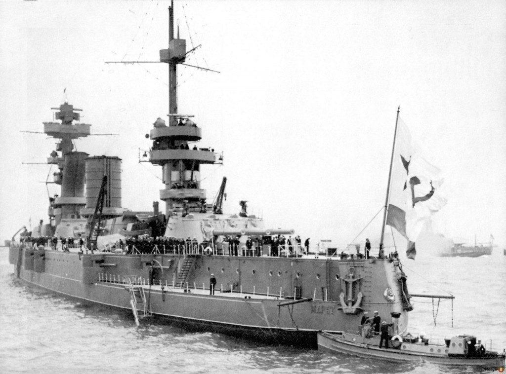 Линейный корабль «Марат» на Спитхедском рейде. Англия,1937год.А.М.Васильев.Первые линкоры Красного флота (2)