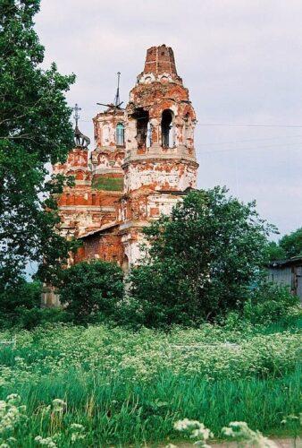 Церковь святой мученицы царицы Александры. Бабигонский холм. Церковь в Низино
